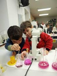 niños en laboratorio